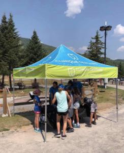 Une journée à distribuer des limonades pour la fête des Résidents du Mont Ste-Anne
